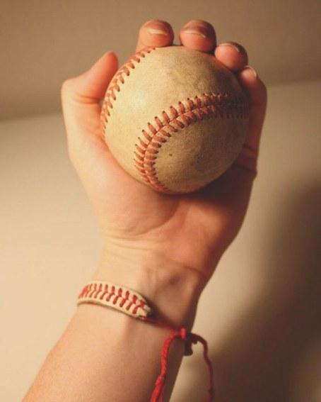 baseball-hand-mano-softball-favim_com-3463435